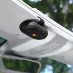 車のサンバイザーに付けて使用する「オート調光サンバイザー」とBluetoothスピーカー「JBL TRIP(トリップ)」