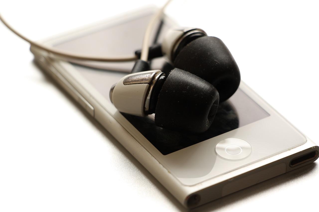 最近、やけに気になるBluetoothイヤフォンが沢山出てきていますが。。。全部、欲しい。。です。