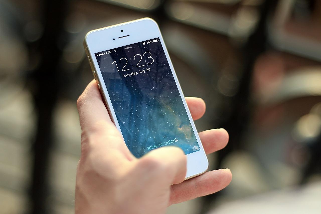 キャリア3社が、電話番号だけでメッセージや写真、動画を送受信できる新しいメッセージサービス「+メッセージ」を5月9日から提供すると発表