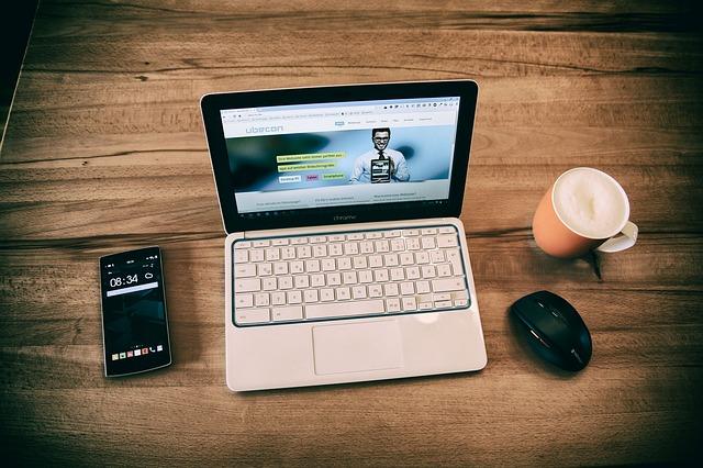 """「最近の大学生はスマホでレポートを書く」は本当か? """"若者のパソコン離れ""""の実態を調べてみた   ITmediaの記事が、たいへん興味深いので。"""