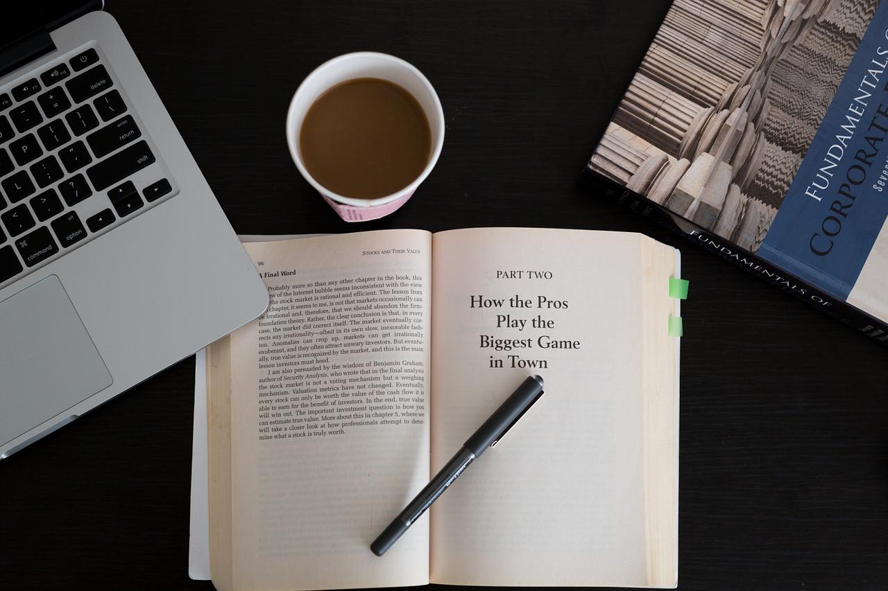 社会人の「勉強の方法」ではなく、まずは「読解力」、次に勉強を継続するための「原動力」は、「好奇心」です。