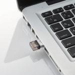 エレコムが、USBおよびmicroUSB端子を標準装備した超小型USBメモリ「MF-SEU3」シリーズを発表。 発売は3月下旬。