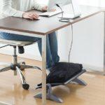 サンワサプライが、USB給電で加温もできる、あったか機能付きフットレスト 「100-FR015」を発売